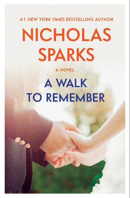 a walk to remember book review A walk to remember - set in the late fifties and based on the novel by nicholas sparks, this family oriented story stars pop recording artist mandy moore as jamie sullivan.